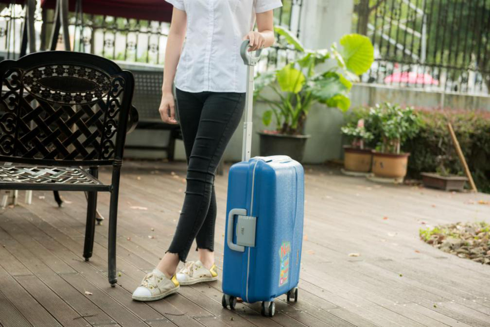 Very sturdy trolley luggage, equipped with silent universal wheel